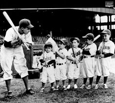 "I just want to have good thoughts.  So in that vein I thought I would share the above photo originally found on the Baseball Hall of Fame twitter account.  It features a young and eager to teach Pee Wee Reese of the Brooklyn club demonstrating the proper way to ""choke up"" on the bat to a bunch of even younger fledgling Dodger hopefuls.    ***  Dodgers Blue Heaven: Blog Kiosk: 10/6/2015 - Dodger Links - Greinke, Seager and Zaidi on Don Mattingly"