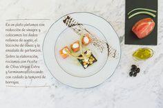 6 paso: Dados de tomate con salsa de queso sobre bizcocho de olivas negras con guarnición de ensalada de garbanzos, albahaca y tallos de borraja en tempura. http://www.recetasoidococina.es/dados-de-tomate/