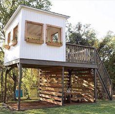 Backyard Fort, Backyard Playhouse, Backyard Playground, Backyard For Kids, Tree House Deck, Tree House Plans, Tree House Designs, Outside Living, Play Houses