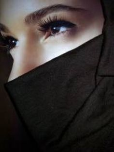 Veiled woman often have very beautiful faces behind their veils. There is something riveting about eyes that hint at the hidden beauty behind the veil. These are some of the beautiful eyes behind the veil. Arab Girls Hijab, Girl Hijab, Muslim Girls, Muslim Women, Hidden Beauty, Dark Beauty, Beautiful Hijab, Beautiful Eyes, Niqab Fashion