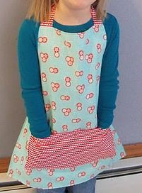 Tutorial: Reversible child's apron from 3 fat quarters · Sewing | CraftGossip.com