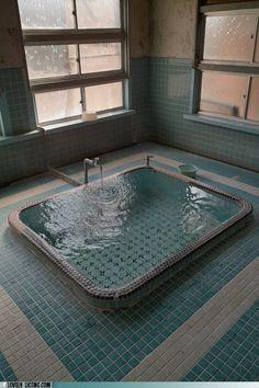 marble statuary sunken bathtub waka di ume resort ubud b der sanit r und badezimmer. Black Bedroom Furniture Sets. Home Design Ideas