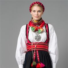 A traditional bunad with a woven belt and traditional silver jewellery from Porsgrunn, Telemark. Folk Costume, Costumes, Tablet Weaving, Woven Belt, Bridal Crown, Norway, Ethnic, Outfits, Clothes