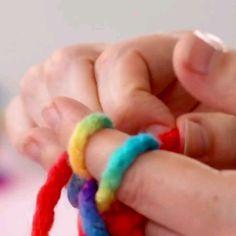 knitting diy – Knitting For Beginners Diy And Crafts, Crafts For Kids, Arts And Crafts, Diy Knitting Projects, Bracelet Crochet, Friendship Bracelets, Friendship Crafts, Knitting For Beginners, Diy Gifts