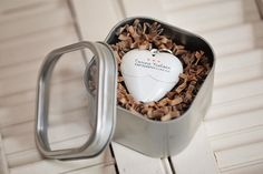 WEDDING THANK YOUS--- INCLUDE A USB DRIVE THAT THE GUEST WILL LATER RECEIVE IN THE MAIL WITH SELECT WEDDING PHOTOS FOR THE GUEST AND A PERSONALIZED THANK YOU PHOTO FROM THE BRIDE & GROOM... Find wedding favor boxes like this at dollar store