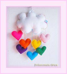 Lindo móbile de nuvem e corações coloridos. Uma chuva de amor.  Feito com feltro e enchimento acrílico. Ideal para enfeite de quarto das crianças.