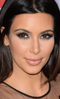 Kim Kardashian Smoky Eyes - Kim Kardashian Beauty Looks - StyleBistro Khloe Kardashian, Kim Kardashian Makeup Looks, Kardashian Beauty, Kim K Makeup, Love Makeup, Beauty Makeup, Hair Makeup, Hair Beauty, Queen Makeup