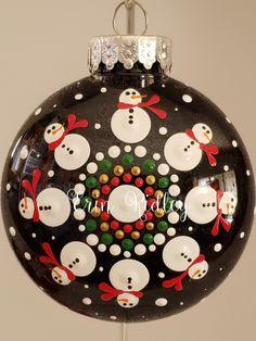 Christmas Mandala, Christmas Rock, Christmas Ornament Sets, Christmas Decorations To Make, Christmas Wreaths, Christmas Bulbs, Christmas Crafts, White Snowflake, Snowflakes