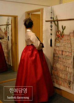 한복자태가 너무 예쁘신 고객님~   #Korea, #Seoul, #hanbok, #Korean traditional costume, #chungdam, #Korean fashion, #Koreanwedding, #hanbok rent, #SouthKorea, #Korean traditional clothes, #accessories,  #담영한복, #한복담영, #한복디자이너, #한복스냅, #전통한복, #청담동한복, #고급한복, #세련된한복, #모던한복, #동생결혼식한복, #누나한복, #실크한복,#한복촬영  blog.naver.com/tahity326