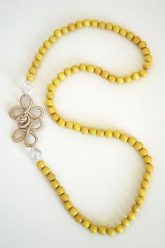 Yellow Beaded Necklace...make myself with a yellow chinese button.