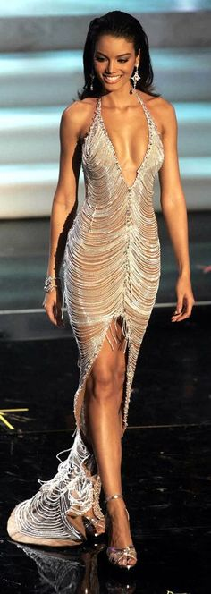 Zuleyka Rivera- best dress in MUO ever