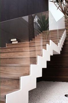 Escalier avec un garde-coprs transparent