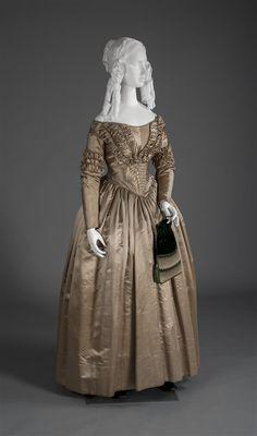 Wedding dress, Silk satin, American, c. 1840. Object ID: 1937.422. Wadsworth Atheneum.