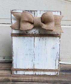 New distressed wood picture frames burlap bows Ideas Rustic Picture Frames, Rustic Frames, Picture On Wood, Diy Picture Frame, Picture Wall, Painted Picture Frames, Picture Holders, Wood Frames, Photo Holders