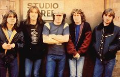 AC/DC....one of the main reasons I play guitar. These guys instantly brighten up my day lol.