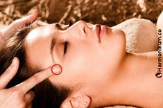 Shiatsu Massage – A Worldwide Popular Acupressure Treatment - Acupuncture Hut Acupressure Therapy, Acupressure Massage, Acupressure Treatment, Acupressure Points, Acupuncture Benefits, Massage Benefits, Headache Remedies, Massage Therapy, Migraine
