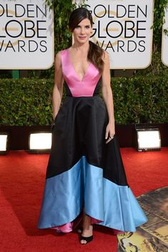 Sandra Bullock wore a colour-block gown from Prabal Gurung's pre-autumn/winter 2014 collection. #GoldenGlobes  We are not crazy about this look.