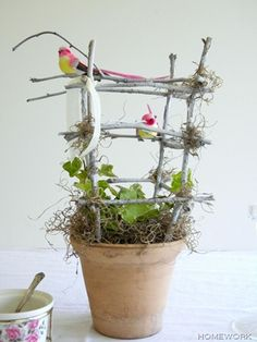 DIY TRELLIS :: DIY Twig Trellis :: Would make a great Mother's Day gift! | #branches #flowerpot #twigs