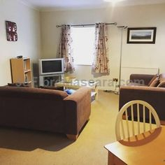 No 6 Boleyn House Brecon No 6 Boleyn House offers pet-friendly accommodation in Brecon, 8 km from Castell Dinas. The unit is 18 km from Bronllys Castle. Free WiFi is available throughout the property. The kitchen is equipped with an oven. A TV is provided.