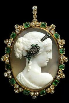 Venus Cameo Habille Pendant, circa 1870: Agate Cameo: emerald, diamond, and gold, via Albion Art Jewellery Institute of Tokyo.