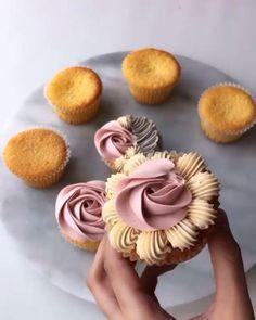 Cupcake Decorating Tips, Cake Decorating Frosting, Cake Decorating Designs, Creative Cake Decorating, Cake Decorating Techniques, Creative Cakes, Cookie Decorating, Cupcake Icing Techniques, Piping Techniques