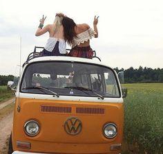 Volkswagen Minibus, Vw T1, Hippie Shop, Hippie Style, Hippie Sabotage, Bus Girl, Flyers Hockey, Bus Camper, Porsche