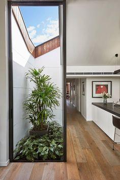 Esta linda extensão de casa foi construída para atender a novas necessidades de espaço dos moradores. A extensão é praticamente uma casa por si só com dire