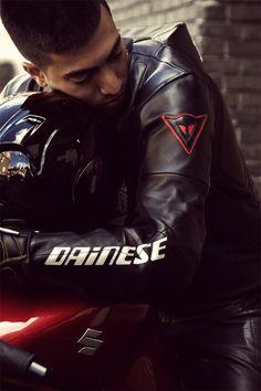 """garsdecuir: """"c'est un vrai . Motorcycle Wear, Bike Leathers, Biker Gear, Biker Style, Sport Bikes, Leather Fashion, Leather Pants, How To Wear, Men"""