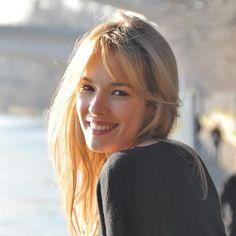 Qui sera le visage de Gowin ? Elodie Fontan, comédienne, #TF1, #France2, #M6 #Clem #Navarro #TV #casting (Crédit photo : D.R.) French Beauty, Pure Beauty, Beauty Women, Hairstyles With Bangs, Cool Hairstyles, Lucie Lucas, Star Francaise, Female Character Inspiration, French Actress