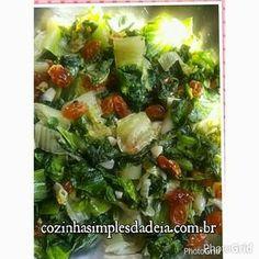 Receita de Escarola com Passas Brancas - Cozinha Deia - Almanaque Culinário Seaweed Salad, Potato Salad, Rita Lobo, Potatoes, Meat, Chicken, Ethnic Recipes, Vegetable Stock, Endive Recipes