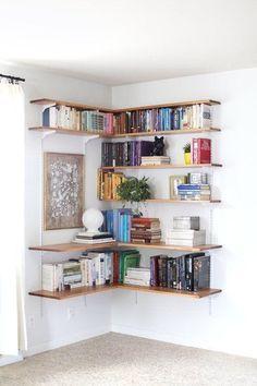 Small space living: bookshelf feature corner