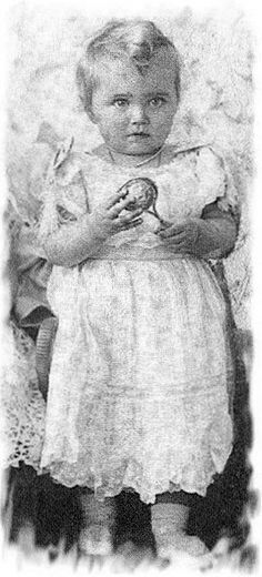 Grand Duchess Maria Nikolaevna (1899 – 1918) with her rattle. 1900. #Russian #history #Romanov