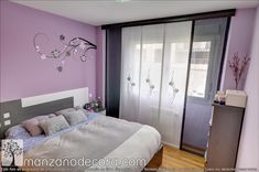 Panel Japonés bordado combinado con paños lisos Bed, Furniture, Home Decor, House Decorations, Needlepoint, Decoration Home, Stream Bed, Room Decor, Home Furnishings