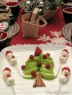 Elf on the Shelf Christmas Breakfast. Lots of fun Christmas food ideas! // cleanandscentsible.com