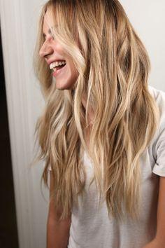 Beach Blonde Hair, Warm Blonde Hair, Blonde Hair Shades, Golden Blonde Hair, Blonde Hair Looks, Beach Hair, Brunette Gone Blonde, Blonde Waves, Balyage Long Hair