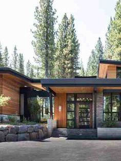 Northern California mountain retreat displays impressive design details - - This contemporary mountain retreat was designed by Geiszler Architects and JayJeffers Studio, located in Martis Camp, Truckee, California. Mountain Home Exterior, Modern Mountain Home, Mountain Homes, Mountain Style, Mountain Living, California Mountains, Truckee California, Northern California, Nevada Mountains