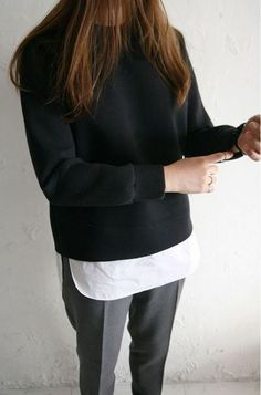 Minimal + chic: Dress down a sharp pair of slacks with an untucked white shirt and black sweatshirt Minimal Chic, Minimal Fashion, Minimal Classic, Classic Chic, Coco Chanel, Pants For Women, Clothes For Women, Work Clothes, Inspiration Mode