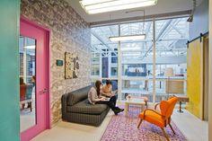 #Office tuesday: Een thuis voor #Airbnb Het vernieuwde #Airbnb-kantoor in San Francisco ademt waar het jonge bedrijf voor staat: open, warm, gastvrij en uniek. Het #kantoor is gevestigd in een maar liefst 96 jaar oud #magazijn, dat weer helemaal opgeknapt en trendy is ingericht. #werkplek #kantoorinrichting