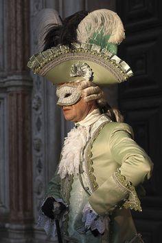 Karneval in Venedig Venice Carnival Costumes, Venetian Carnival Masks, Carnival Of Venice, Venice Carnivale, Venice Mask, Rococo Fashion, 18th Century Fashion, Pirate Woman, Quirky Fashion