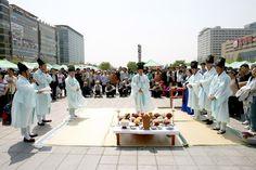 "The warm hearts of Koreans-""Makgeolli"""