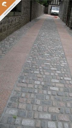 Mixed aged granite driveway setts combined with Pink Granite slabs make for a beautifully textures, classic looking driveway!