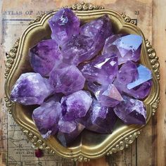 Amethyst: extremely powerful protective stone, aids against psychic attacks, blocks stress, promotes calming or can stimulate where appropriate. Minerals And Gemstones, Rocks And Minerals, Crystal Magic, Crystal Healing, Amethyst Crystal, Light Amethyst, Natural Healing, All Things Purple, Rocks And Gems