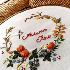 🌟Tante S!fr@ loves this📌🌟 Hand Embroidery Stitches, Hand Embroidery Designs, Floral Embroidery, Cross Stitch Embroidery, Embroidery Patterns, Crewel Embroidery, Hand Stitching, Autumn Garden, Autumn Home