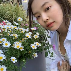 No makeup 😍😍😍😍😍😍😍😍😍😍😍😍😍😍 jenniekim jennie lisa rose jisoo blackpink kpop bts exo twice redvelvet boombayah foreveryoung killthislove ddududdudu stay solo whistle Kim Jennie, Jungkook Jimin, Rapper, First Day Of Summer, Instagram Feed, Instagram Posts, Kpop, Blackpink Jisoo, Mamamoo