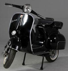 Black.. so classy! Vespa Love!