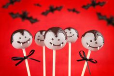 Picture of Vampire cake pops stock photo, images and stock photography. Fun Halloween Games, Halloween Worksheets, Theme Halloween, Halloween Cake Pops, Halloween Birthday, Halloween Kids, Halloween 2016, Hotel Transylvania Party, Halloween Backen