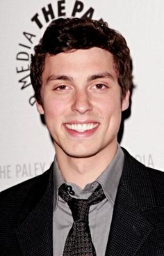 OH MY GOD JOHN DALEY ! little john from freaks and geeks? I KNEW UD B AMAZINGLY HOT!