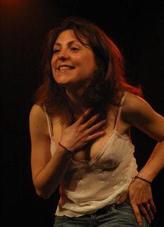 Photo : Anne-Elisabeth Blateau seins nus au théâtre !