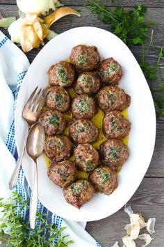 Cajun Delicacies Is A Lot More Than Just Yet Another Food These Super Flavorful Greek Meatballs Keftedes Are Baked Instead Of Fried And Drizzled With Herbs And Melted Butter Before Going In The Oven Greek Recipes, Meat Recipes, Dinner Recipes, Cooking Recipes, Healthy Recipes, Healthy Eating Tips, Clean Eating Snacks, Healthy Dinners, Greek Meatballs