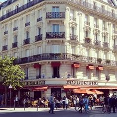 The cafe culture has to be one of my favourite things about #Paris